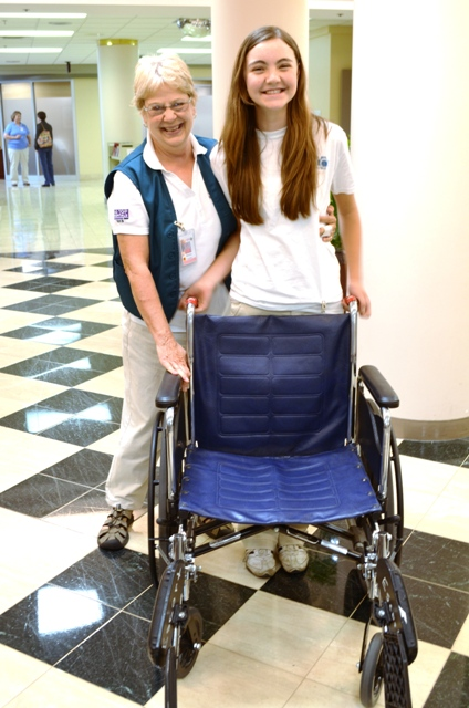 Junior Volunteer and Senior Volunteer mentor with wheelchair